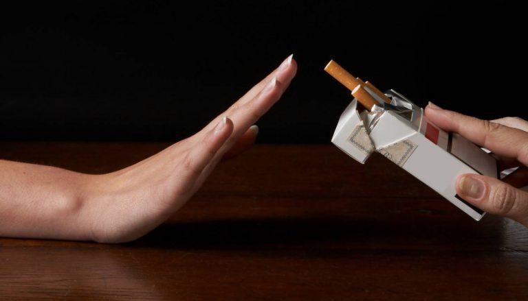 """Por favor deja de fumar en el tráfico, en tu coche, en tu cama o en cualquier sitio: """"es muy peligroso"""""""