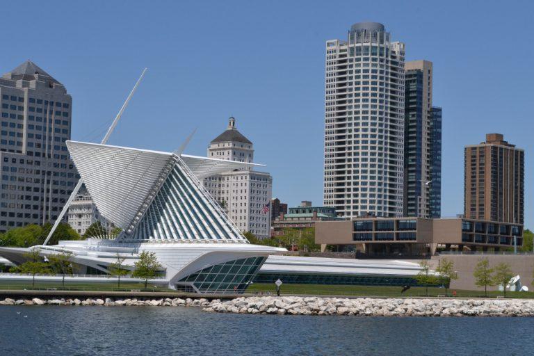 """Una Gran Ciudad Americana: """"Milwaukee, Wisconsin""""."""