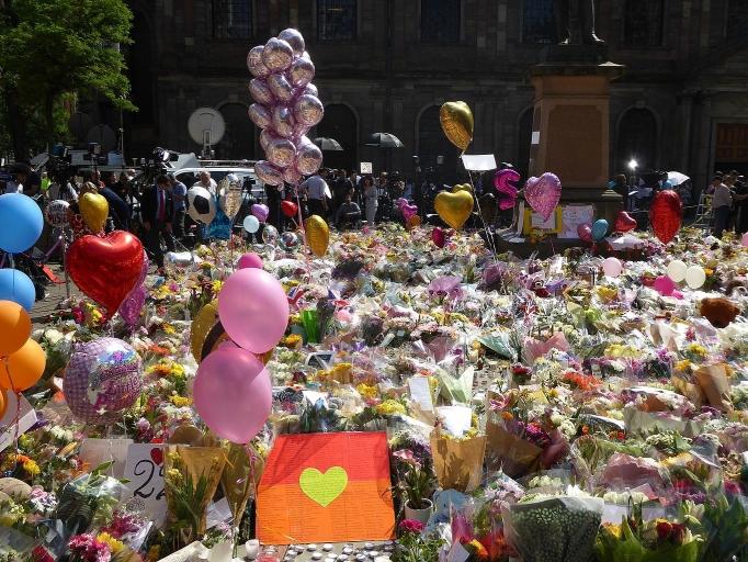 DIEZ MILLONES DE MINUTOS DE SILENCIO NO BASTARAN PARA ELIMINAR EL TERRORISMO INTERNACIONAL.